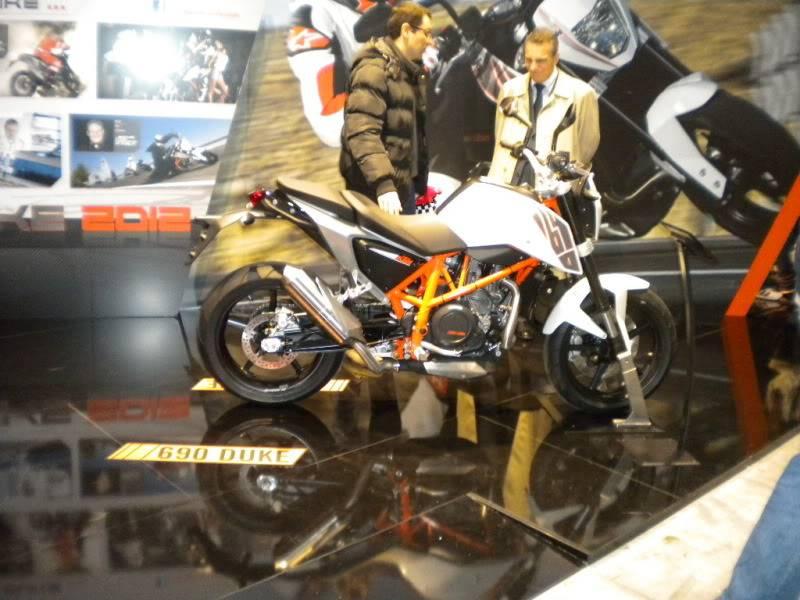 EICMA 2011,  Vu qu'il y a quelques motards ici ... version II ..  DSCN1451