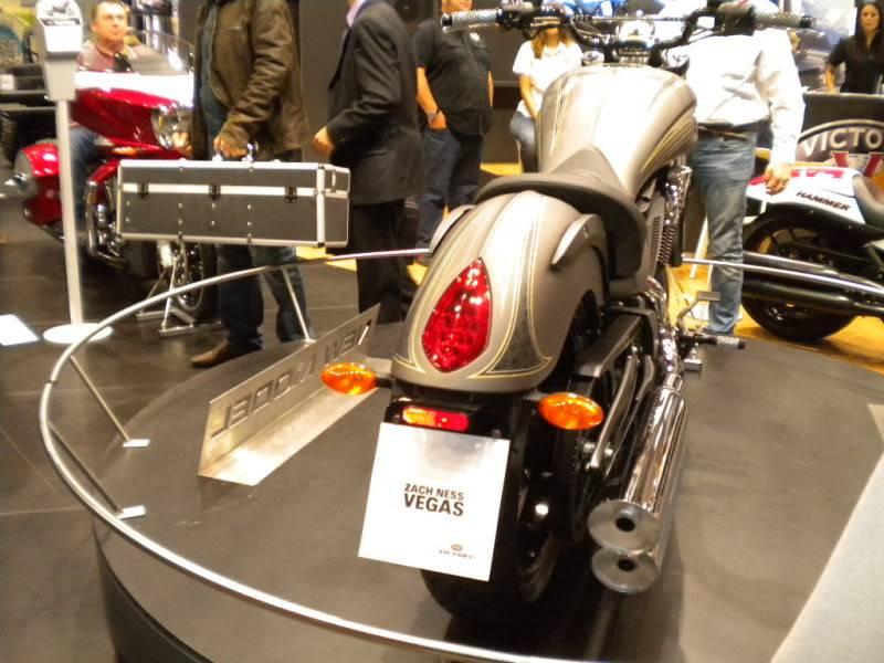 EICMA 2011,  Vu qu'il y a quelques motards ici ... version II ..  DSCN1452