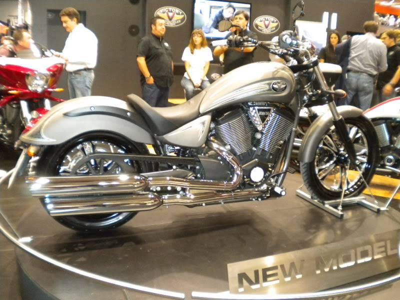 EICMA 2011,  Vu qu'il y a quelques motards ici ... version II ..  DSCN1453