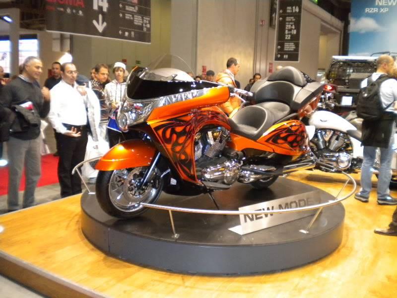 EICMA 2011,  Vu qu'il y a quelques motards ici ... version II ..  DSCN1455