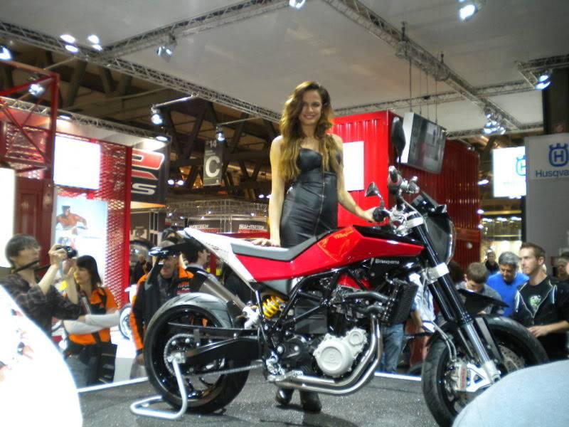 EICMA 2011,  Vu qu'il y a quelques motards ici ... version II ..  DSCN1458