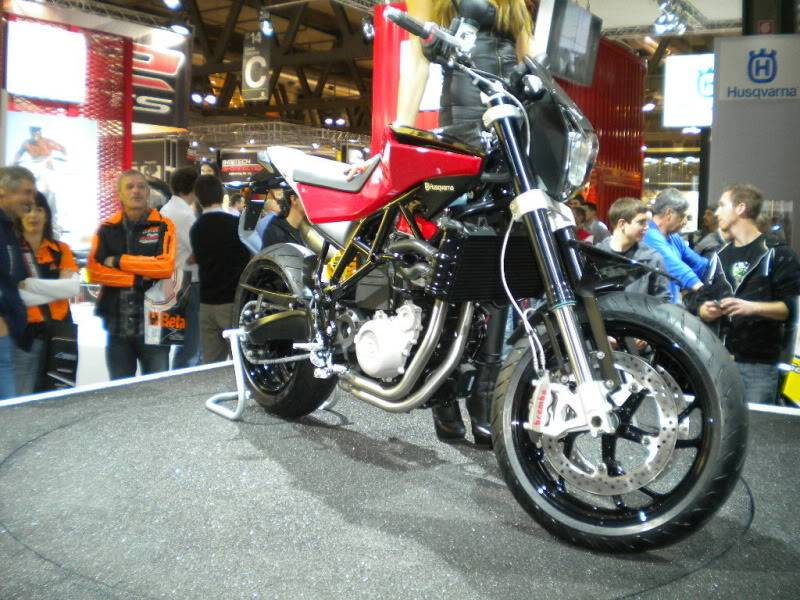 EICMA 2011,  Vu qu'il y a quelques motards ici ... version II ..  DSCN1459