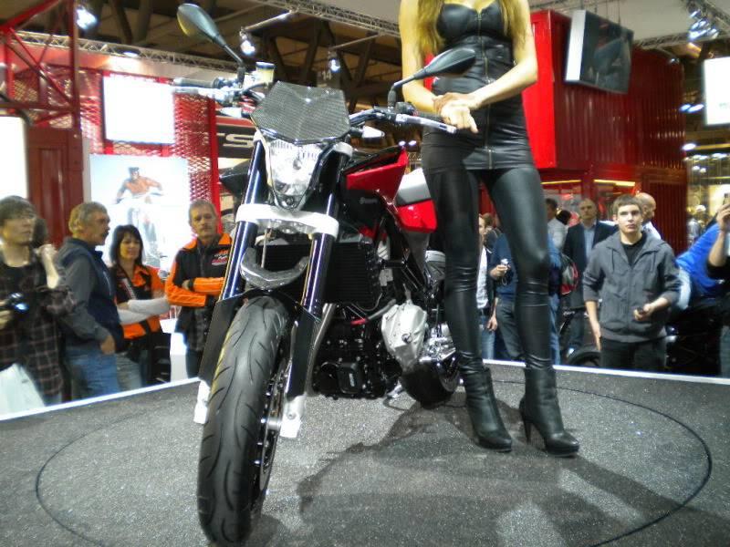 EICMA 2011,  Vu qu'il y a quelques motards ici ... version II ..  DSCN1460