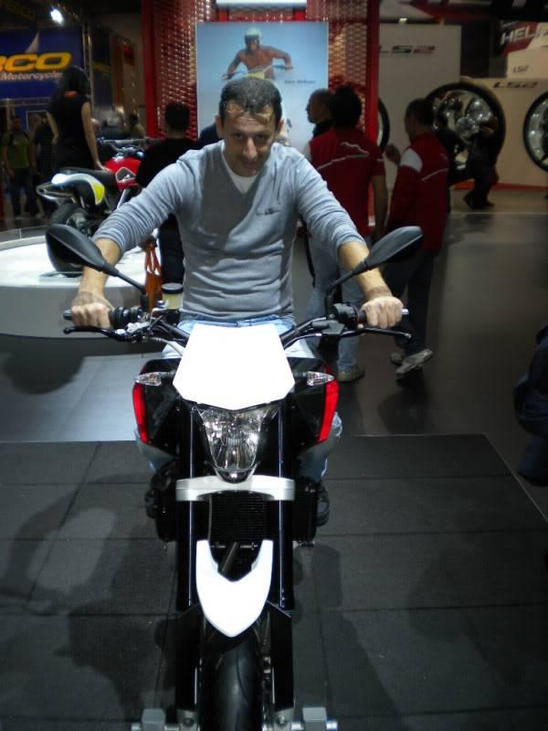 EICMA 2011,  Vu qu'il y a quelques motards ici ... version II ..  DSCN1463