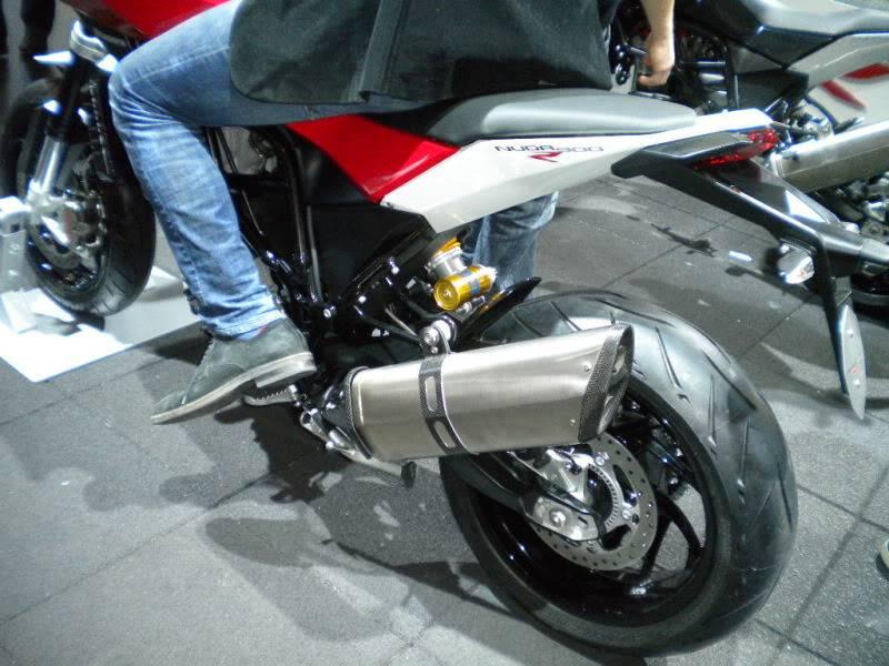 EICMA 2011,  Vu qu'il y a quelques motards ici ... version II ..  DSCN1467