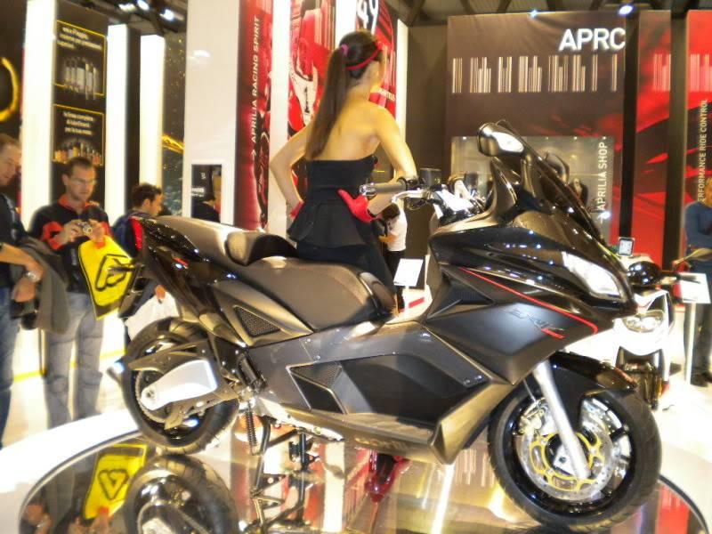 EICMA 2011,  Vu qu'il y a quelques motards ici ... version II ..  DSCN1498