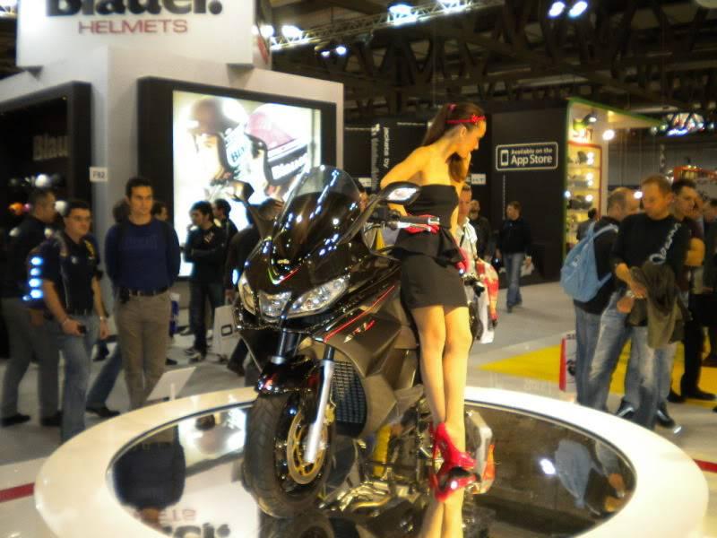 EICMA 2011,  Vu qu'il y a quelques motards ici ... version II ..  DSCN1499