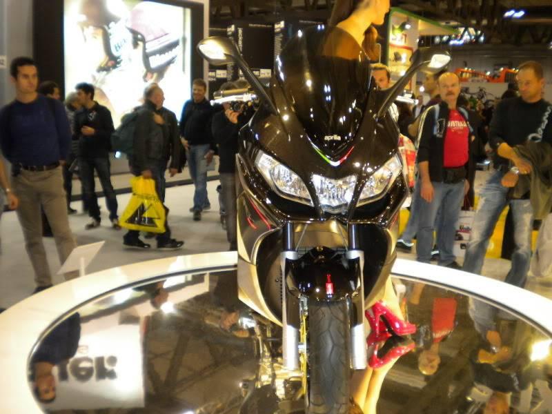 EICMA 2011,  Vu qu'il y a quelques motards ici ... version II ..  DSCN1500