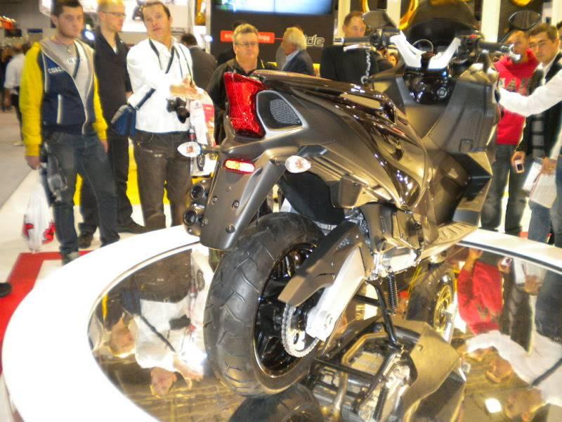 EICMA 2011,  Vu qu'il y a quelques motards ici ... version II ..  DSCN1501