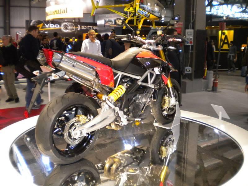 EICMA 2011,  Vu qu'il y a quelques motards ici ... version II ..  DSCN1502