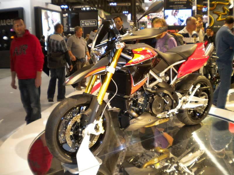 EICMA 2011,  Vu qu'il y a quelques motards ici ... version II ..  DSCN1503