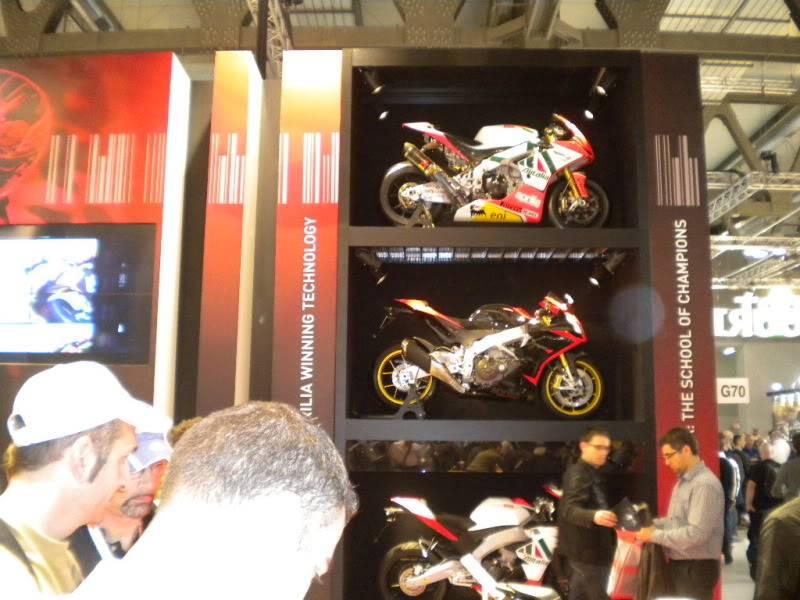 EICMA 2011,  Vu qu'il y a quelques motards ici ... version II ..  DSCN1504