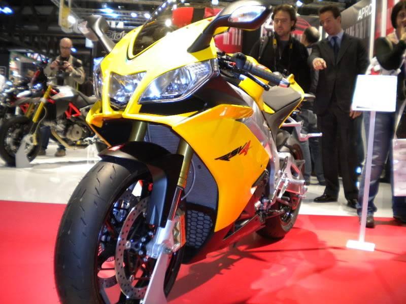 EICMA 2011,  Vu qu'il y a quelques motards ici ... version II ..  DSCN1505