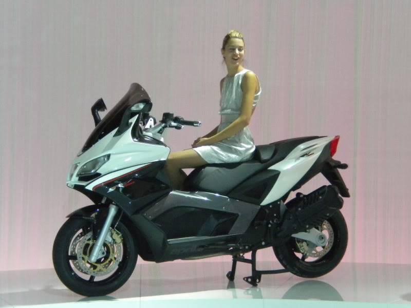 EICMA 2011,  Vu qu'il y a quelques motards ici ... version II ..  DSCN1506