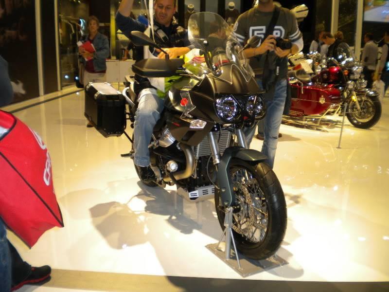 EICMA 2011,  Vu qu'il y a quelques motards ici ... version II ..  DSCN1508