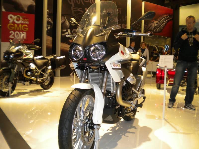 EICMA 2011,  Vu qu'il y a quelques motards ici ... version II ..  DSCN1509