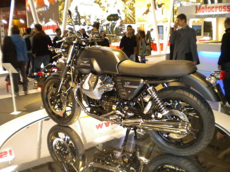 EICMA 2011,  Vu qu'il y a quelques motards ici ... version II ..  DSCN1511-Copie