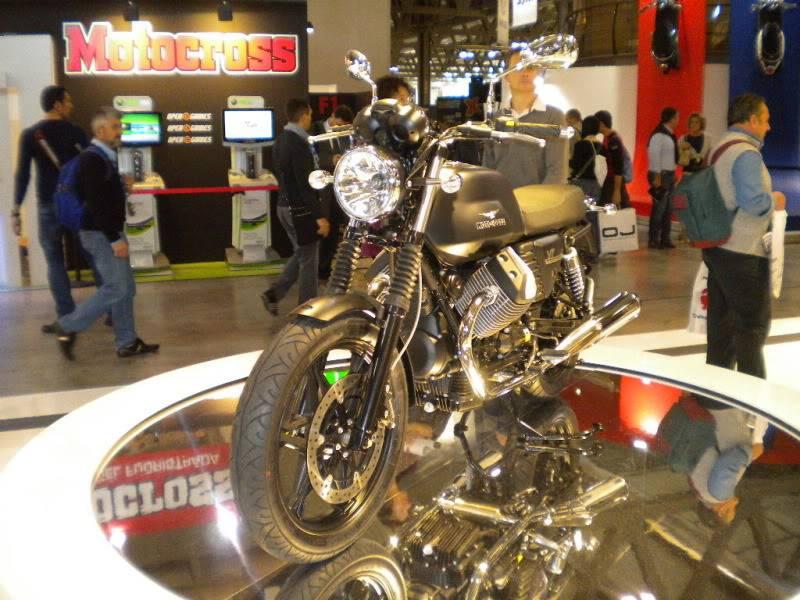 EICMA 2011,  Vu qu'il y a quelques motards ici ... version II ..  DSCN1512-Copie