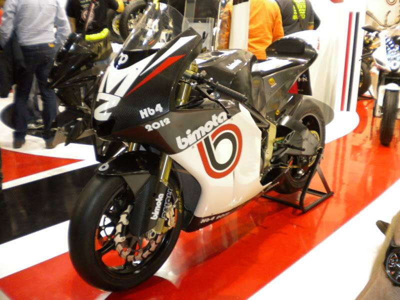 EICMA 2011,  Vu qu'il y a quelques motards ici ... version II ..  DSCN1514-Copie