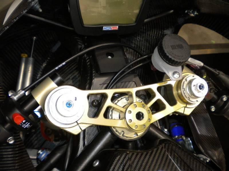 EICMA 2011,  Vu qu'il y a quelques motards ici ... version II ..  DSCN1515-Copie