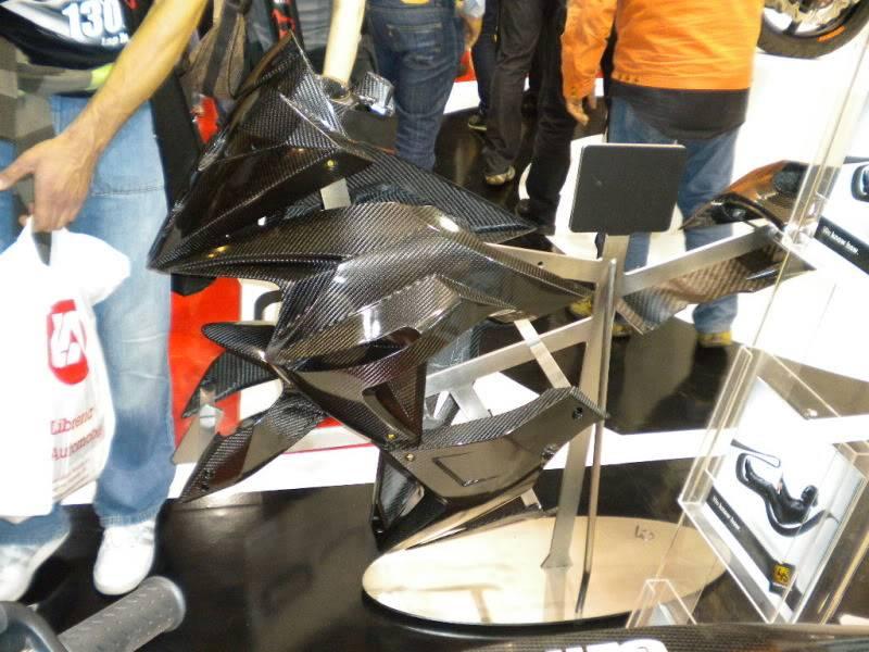 EICMA 2011,  Vu qu'il y a quelques motards ici ... version II ..  DSCN1516-Copie