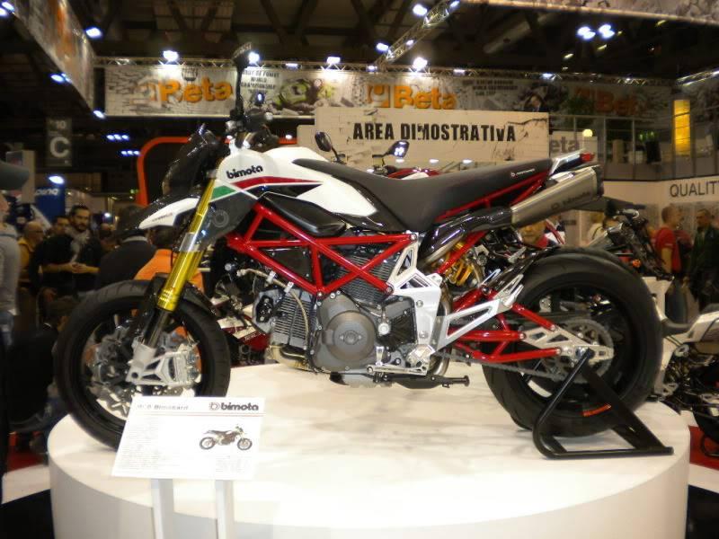 EICMA 2011,  Vu qu'il y a quelques motards ici ... version II ..  DSCN1517-Copie