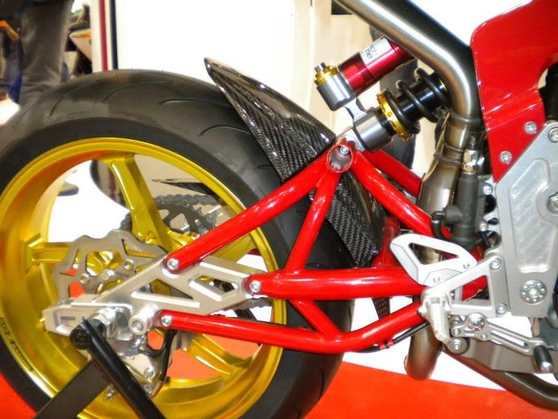 EICMA 2011,  Vu qu'il y a quelques motards ici ... version II ..  DSCN1527-Copie