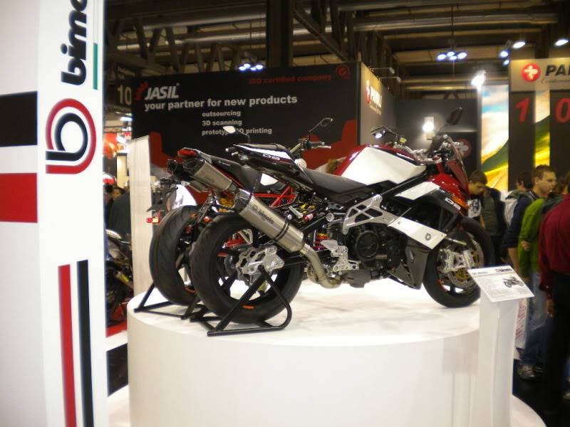 EICMA 2011,  Vu qu'il y a quelques motards ici ... version II ..  DSCN1535-Copie