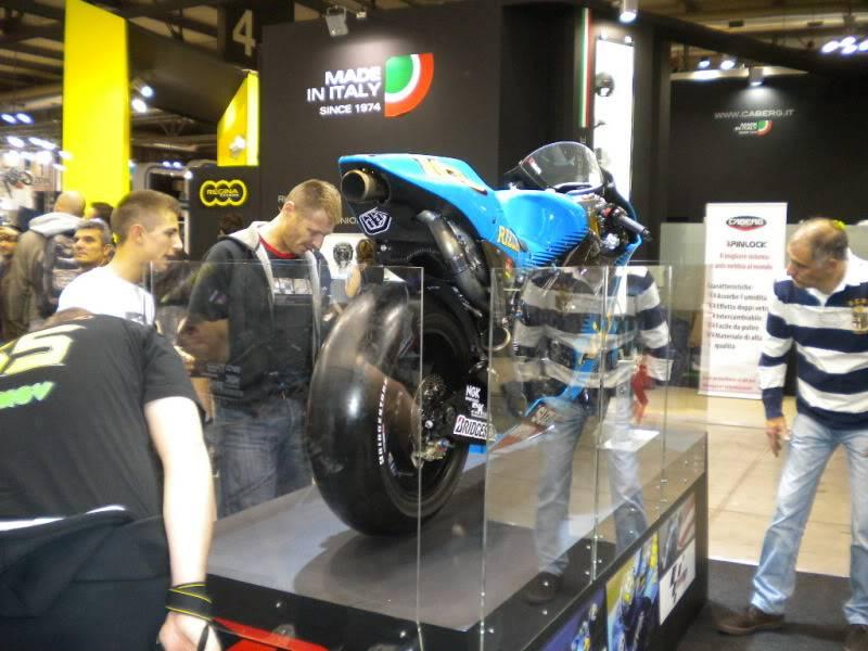 EICMA 2011,  Vu qu'il y a quelques motards ici ... version II ..  DSCN1562-Copie