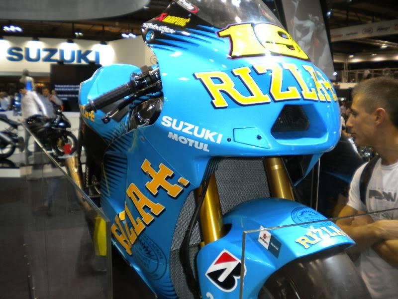 EICMA 2011,  Vu qu'il y a quelques motards ici ... version II ..  DSCN1563