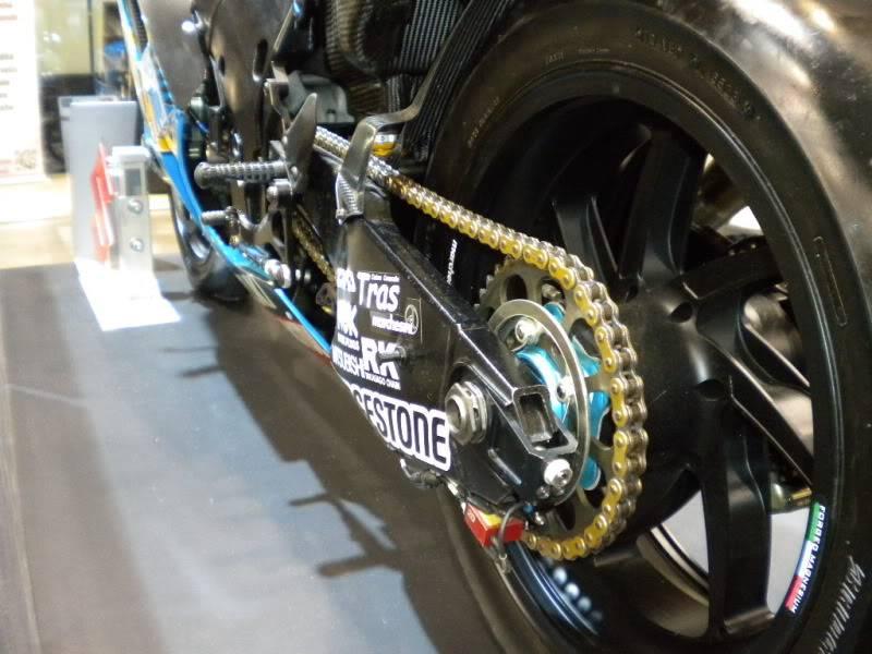 EICMA 2011,  Vu qu'il y a quelques motards ici ... version II ..  DSCN1564-Copie