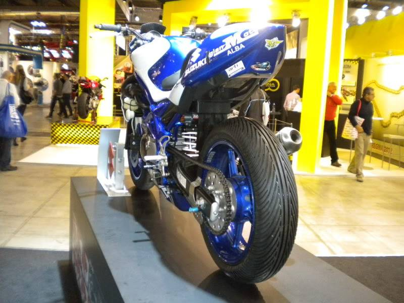 EICMA 2011,  Vu qu'il y a quelques motards ici ... version II ..  DSCN1568-Copie