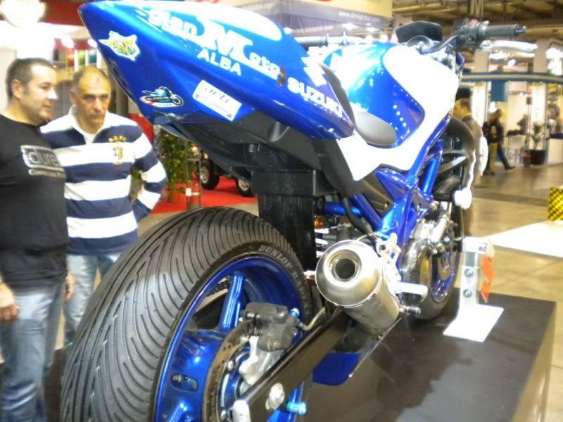 EICMA 2011,  Vu qu'il y a quelques motards ici ... version II ..  DSCN1569-Copie