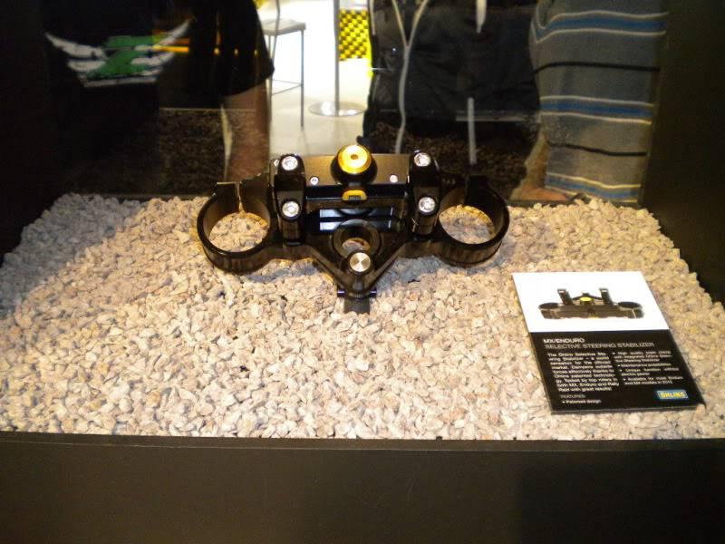 EICMA 2011,  Vu qu'il y a quelques motards ici ... version II ..  DSCN1574-Copie