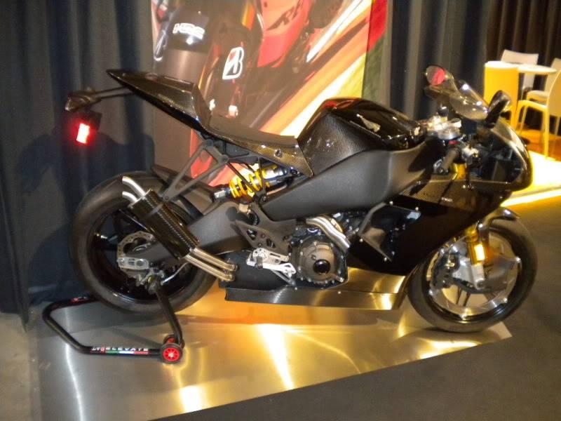 EICMA 2011,  Vu qu'il y a quelques motards ici ... version II ..  DSCN1576