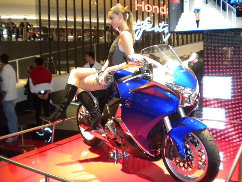 EICMA 2011,  Vu qu'il y a quelques motards ici ... version II ..  DSCN1579-Copie