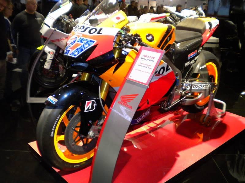 EICMA 2011,  Vu qu'il y a quelques motards ici ... version II ..  DSCN1580-Copie