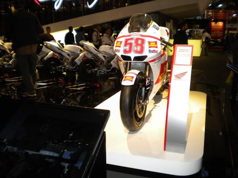 EICMA 2011,  Vu qu'il y a quelques motards ici ... version II ..  DSCN1584-Copie