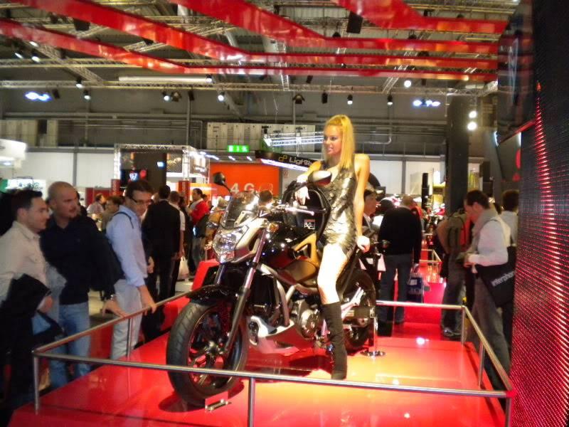EICMA 2011,  Vu qu'il y a quelques motards ici ... version II ..  DSCN1587-Copie