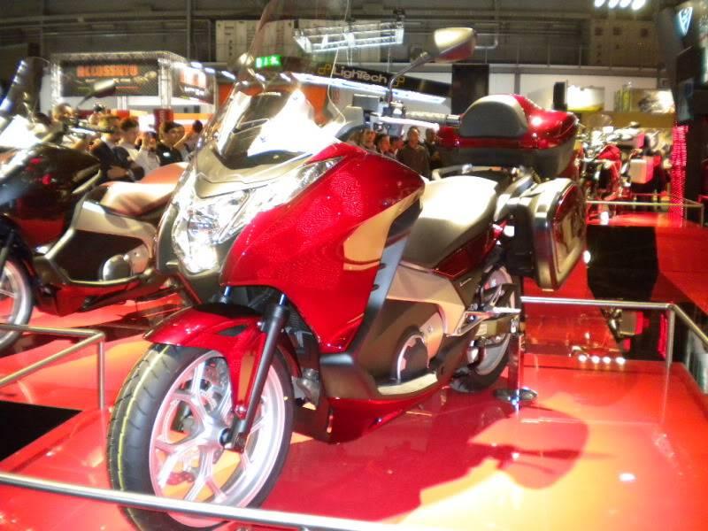 EICMA 2011,  Vu qu'il y a quelques motards ici ... version II ..  DSCN1588-Copie