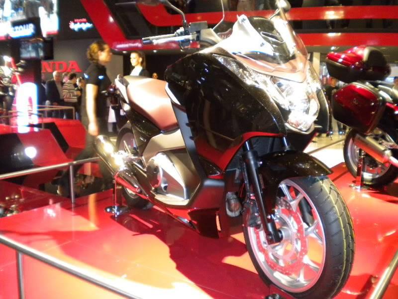 EICMA 2011,  Vu qu'il y a quelques motards ici ... version II ..  DSCN1590-Copie