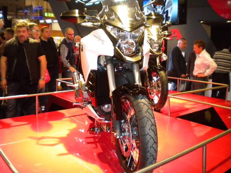 EICMA 2011,  Vu qu'il y a quelques motards ici ... version II ..  DSCN1592-Copie