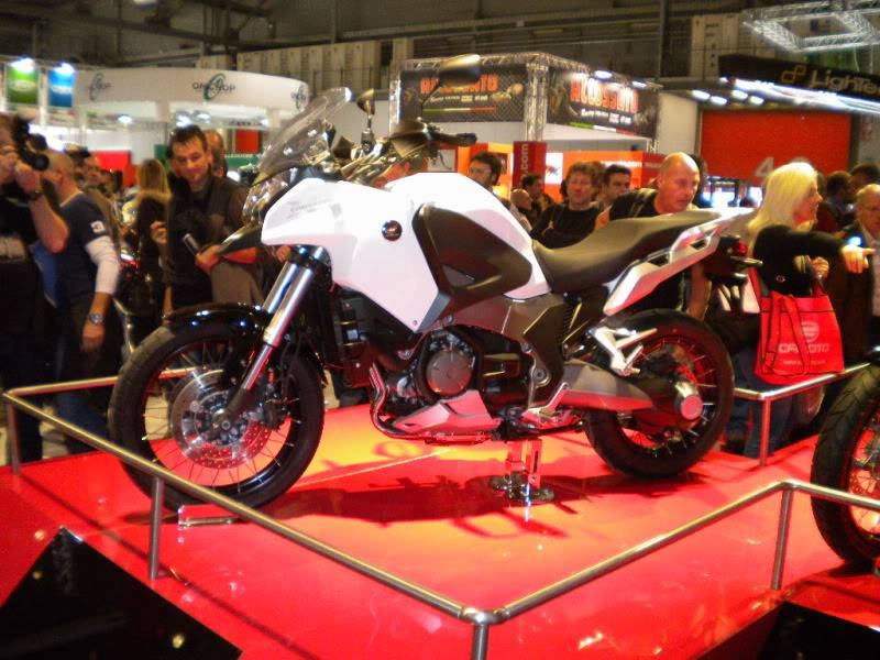 EICMA 2011,  Vu qu'il y a quelques motards ici ... version II ..  DSCN1593-Copie