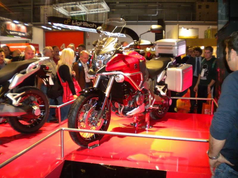 EICMA 2011,  Vu qu'il y a quelques motards ici ... version II ..  DSCN1594-Copie