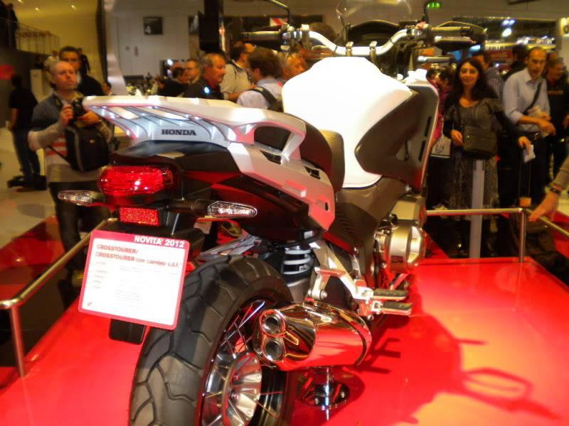 EICMA 2011,  Vu qu'il y a quelques motards ici ... version II ..  DSCN1600-Copie