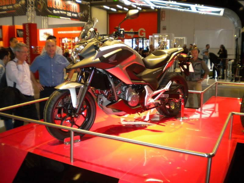 EICMA 2011,  Vu qu'il y a quelques motards ici ... version II ..  DSCN1602
