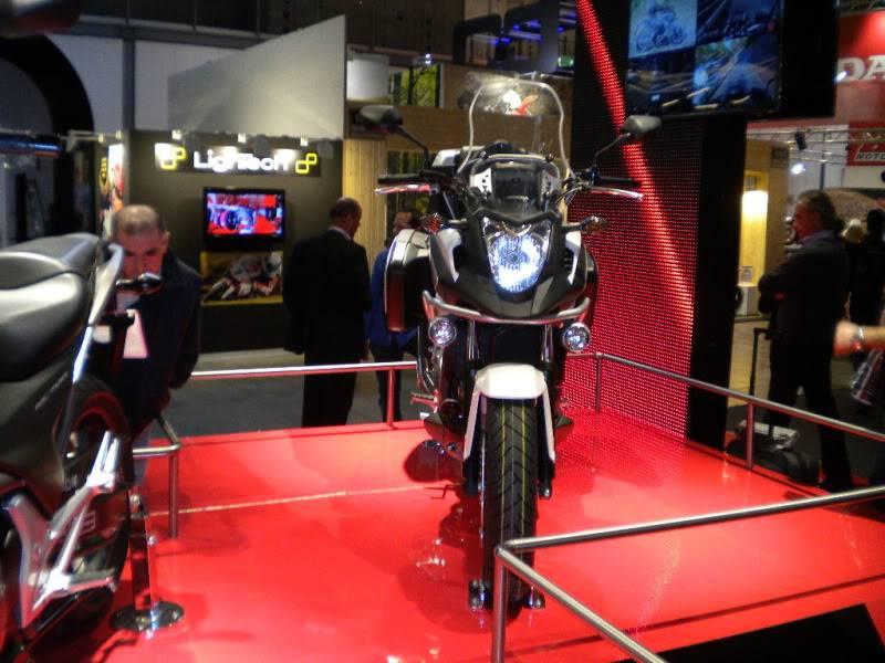 EICMA 2011,  Vu qu'il y a quelques motards ici ... version II ..  DSCN1603