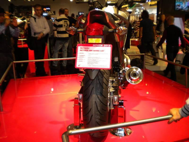 EICMA 2011,  Vu qu'il y a quelques motards ici ... version II ..  DSCN1604