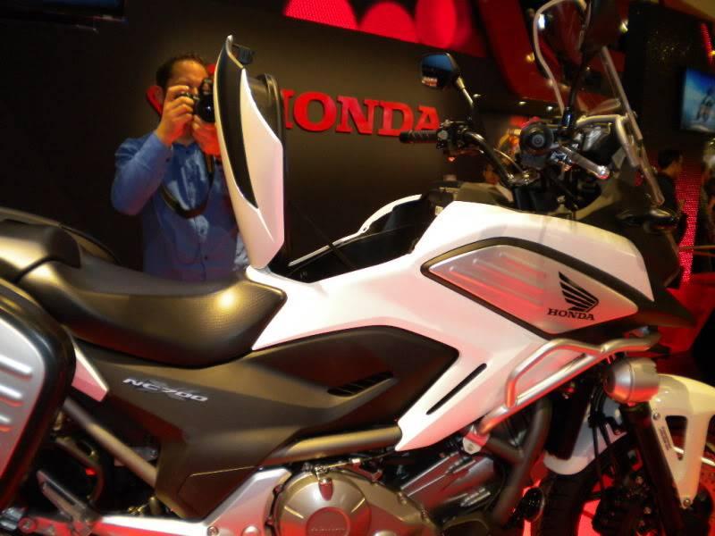 EICMA 2011,  Vu qu'il y a quelques motards ici ... version II ..  DSCN1606