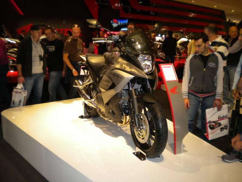 EICMA 2011,  Vu qu'il y a quelques motards ici ... version II ..  DSCN1607